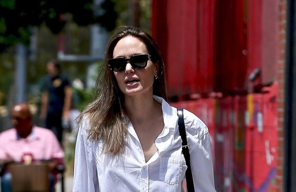 Анџелина Џоли чувствува дека ги губи децата во битката за старателство, глумицата бара изземање на судијата