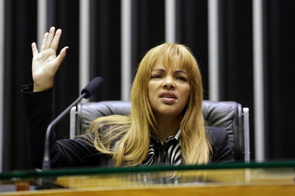 (Видео) Бразилска конгресменка е обвинета дека го нарачала убиството на мажот ѝ