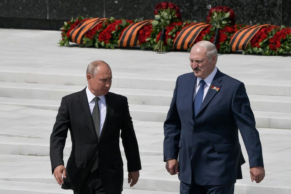 (Видео) Лукашеко е притиснат од сите страни, бара спас во Путин