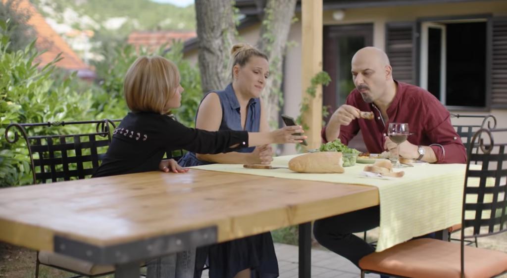 (Видео) Црногорскa рекламa за корона стана хит на социјалните мрежи