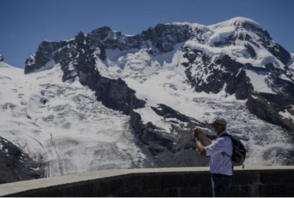 Глечер на Швајцарските Алпи потклекнува пред глобалното затоплување (ВИДЕО)