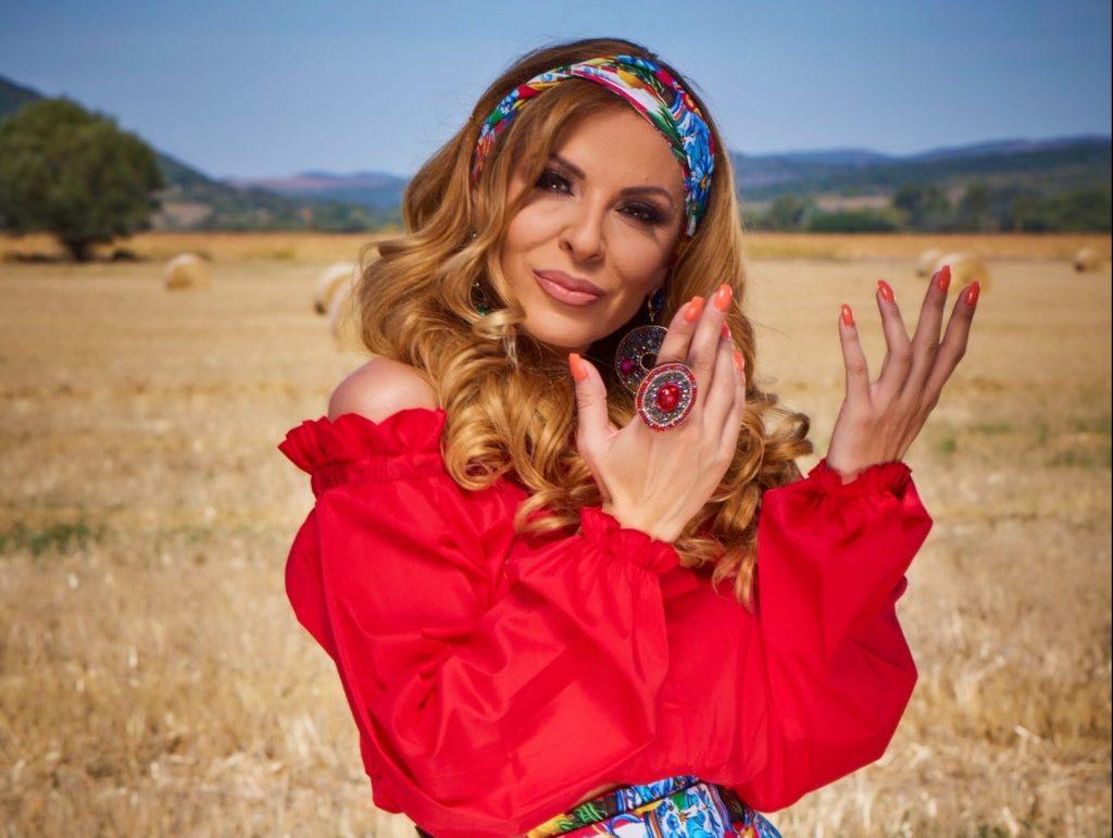 (Фото) Елена Велевска русокоса и без силикони пред 15 години