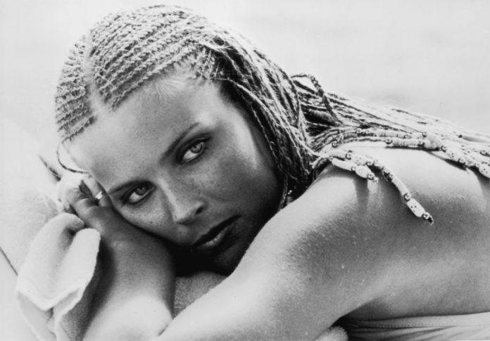 """""""Не сум веќе секс-симбол како некогаш"""", вели Бо Дерек, која е во љубов со бившиот на Кери Бредшо"""