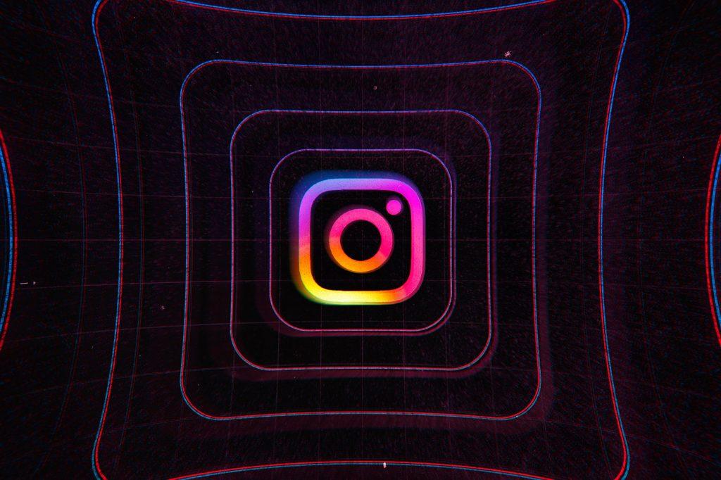Instagram ги задржувал избришаните фотографии и пораки на своите сервери подолго од една година