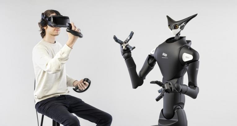 Во јапонска продавница тестиран робот со кој управуваат луѓе (ВИДЕО)