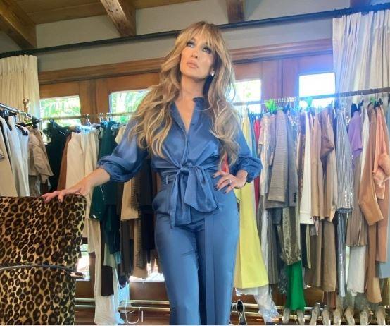 Џенифер Лопез помлада со шишки: Холивудската ѕвезда има нова фризура