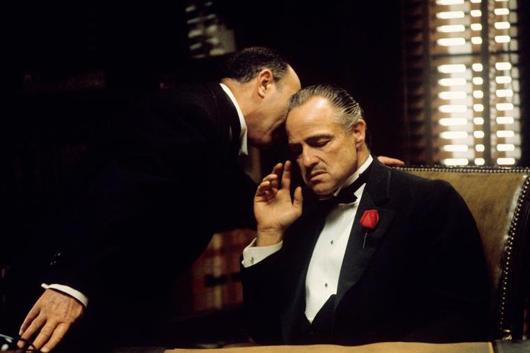 """Брандо не можеше да го запамти текстот: Тајните на славниот """"Кум"""""""