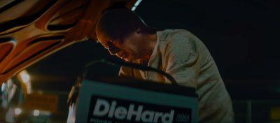 (Видео) Брус Вилис умира машки во реклама за акумулатори