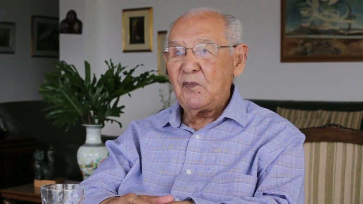 (Видео) Инжинер од Колумбија докторирал на 104 години