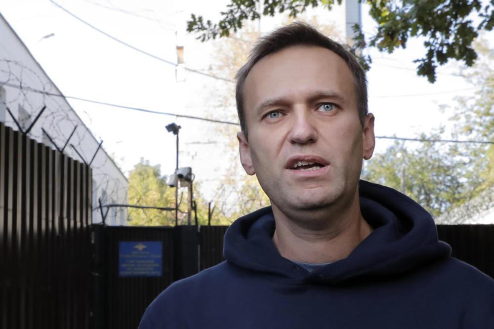 (Видео) Навални стравува дека повторно ќе биде отруен, бројно германско обезбедување му го чува грбот