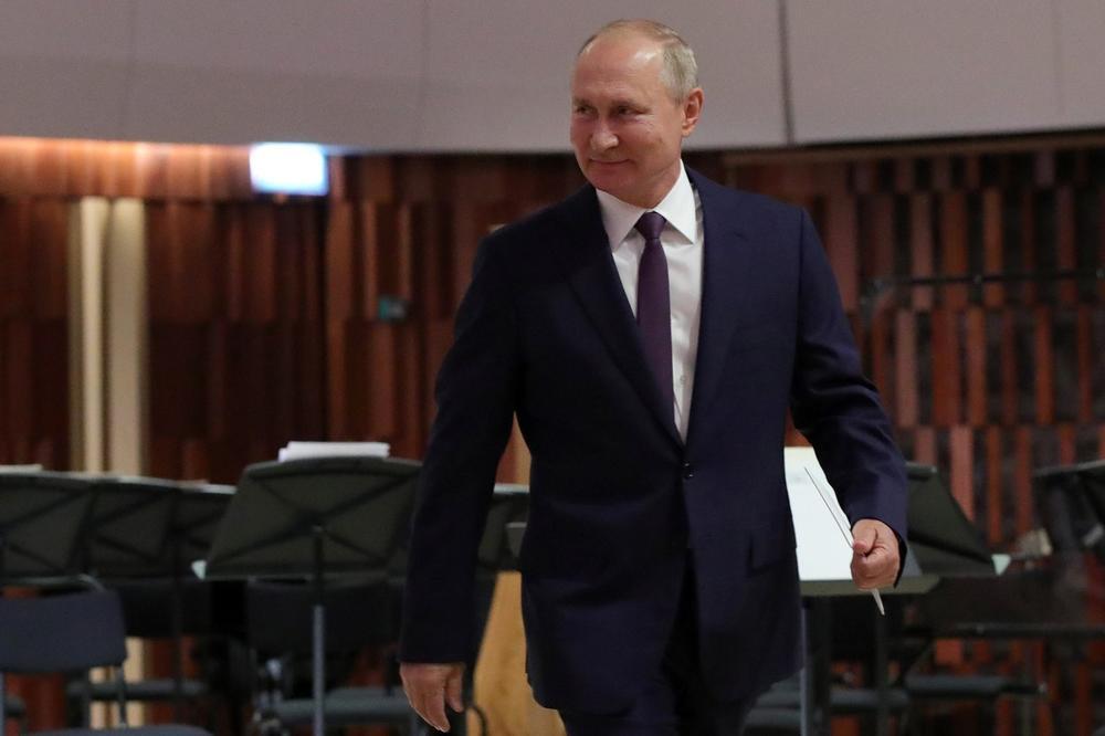 Владимир Путин го слави 68. родеднен