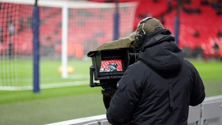 Навивачите лути на Премиер лигата – гледање еден меч на ТВ ќе чини 14.95 фунти!