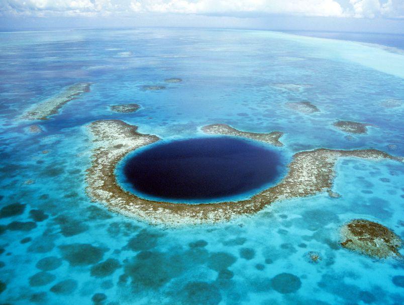 Најголемата мистерија на океаните: Што се крие на дното на Големата сина дупка?