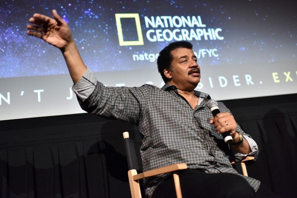 Нил Де Грас Тајсон тврди дека астероид ќе удри во Земјата, еден ден пред американските избори