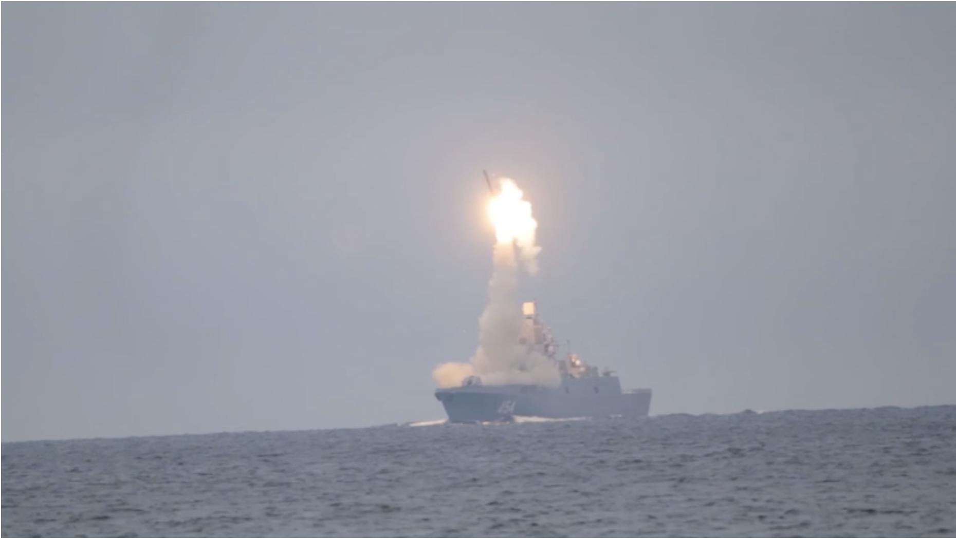 """Објавена снимка од првото лансирање на хиперсонична ракета """"Циркон"""" (ВИДЕО)"""