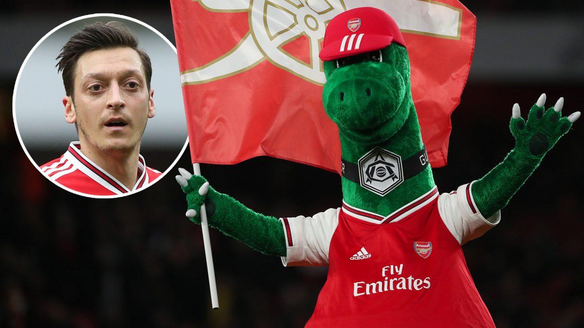 Озил ја враќа маскотата на Арсенал на работа, тој ќе ја плаќа