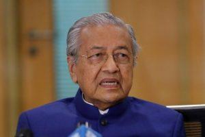 Поранешниот премиер на Малезија ги повика муслиманите да убијат милиони Французи