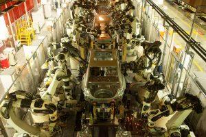 Роботите нема да ги заменат луѓето во автомобилската индустрија