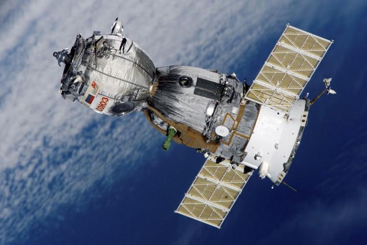 Руски и американски астронаути успешно пристигнаа на МВС (ВИДЕО)