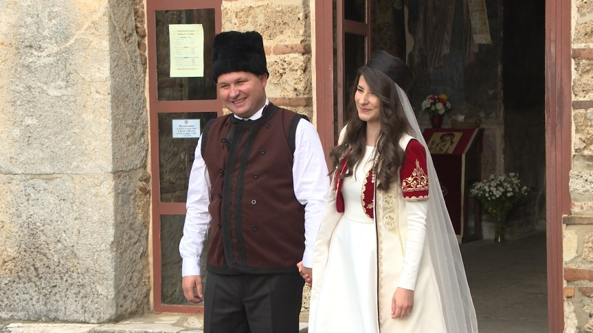 """Со """"Пукни зоро"""" во Косово се женеше градоначалникот Саша Богдановиќ"""