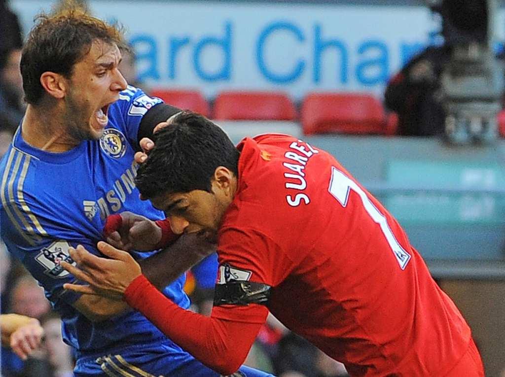 ТОП 10 најлуди моменти на Луис Суарез – гризење, црвени картони, тепачки…