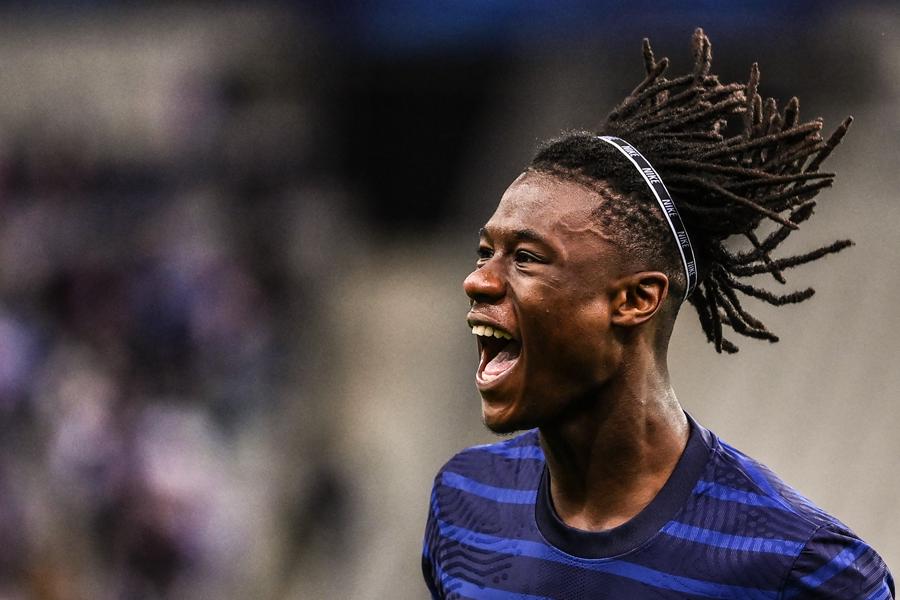 Тинејџерот Камавинга со маестрален гол на дебито за Франција
