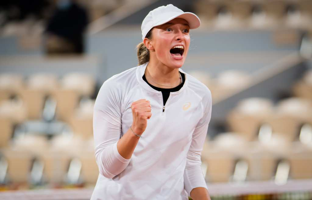 "Тинејџерската ""кралица"" Свјонтек до историско полуфинале на Ролан Гарос"