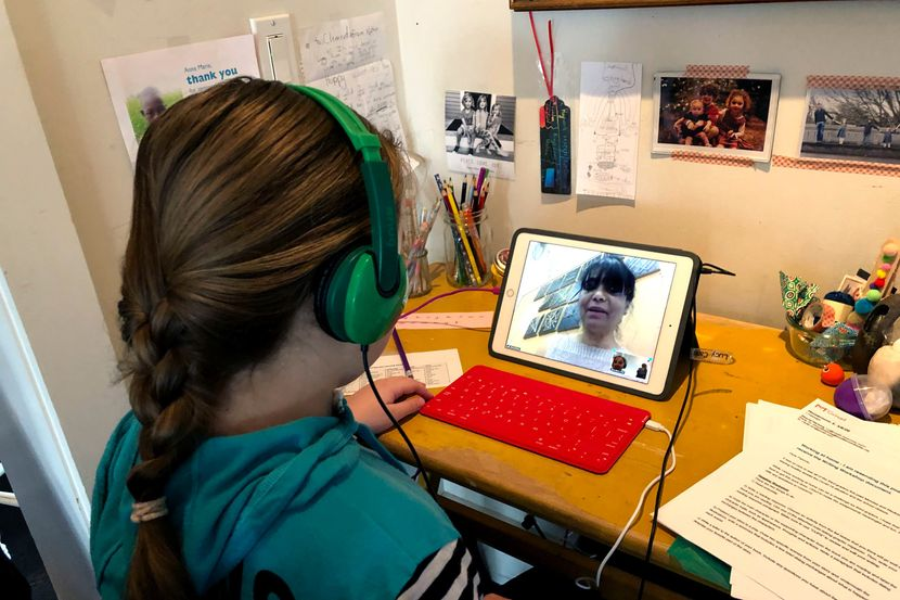 Учителка ѝ го спасила животот на баба за време на онлајн настава