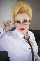 (Фото) Ако не може на свадби, може по топлес: Ирена Спасовска се разголе среде пандемија
