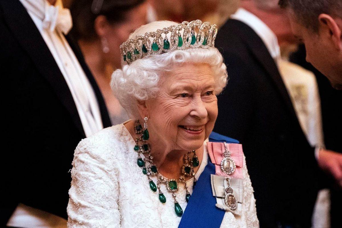 (Фото) Британската кралица Елизабета користи двојник