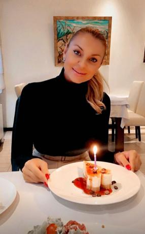 (Фото) Луј Витон торта и домашна журка за јубилјниот роденден на Елена
