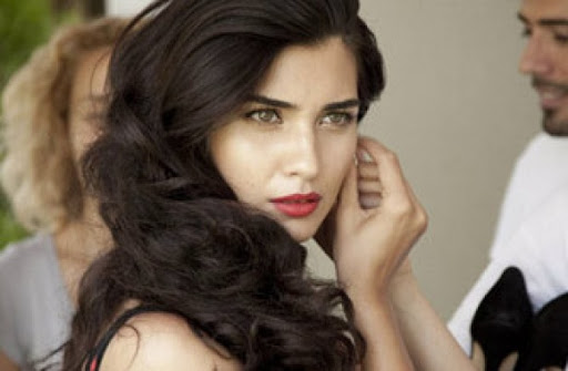 """(Фото) Најплатената турска глумица Туба Бујукустун во љубов со фудбалер на """"Фенербахче"""""""