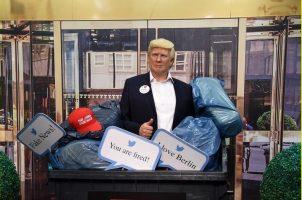 """""""Мадам Тисо"""" ја фрли восочната кукла на Доналд Трамп во ѓубре"""