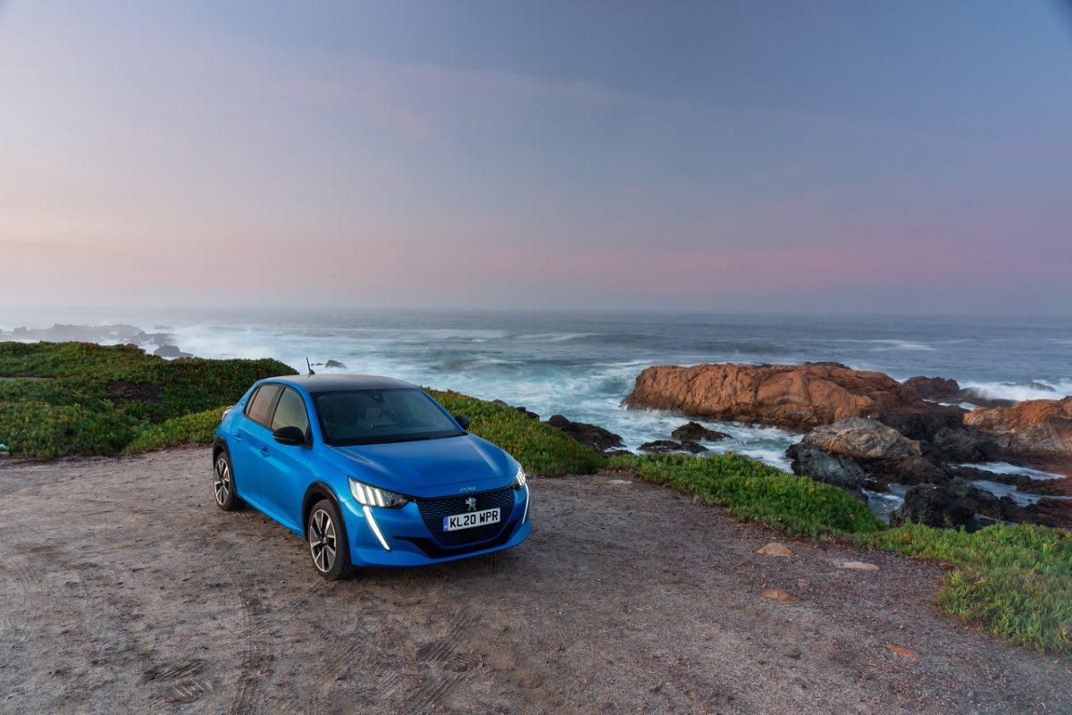 """""""Пежо e-208"""" прогласен за мал електричен автомобил на годината"""