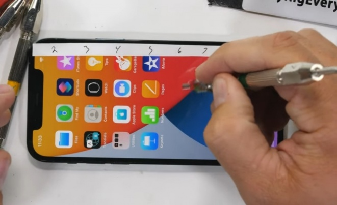 Ceramic Shield не го штити iPhone 12 Pro од гребнатини (ВИДЕО)