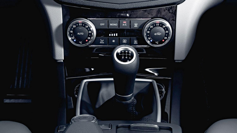 Mercedes-Benz го укинува рачниот менувач во своите возила!