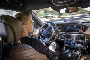 Mercedes-Benz има готов систем за автономно возење, но нема да го понуди