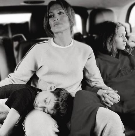 Џенифер Лопез за борбата со депресијата на нејзините деца, пејачката се отвори за тешките моменти во пандемијата