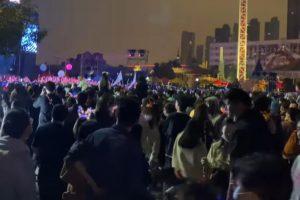 (Видео) Додека Европа е пред целосно заклучување, поради коронавирусот во Вухан се прослави Ноќта на вештерките