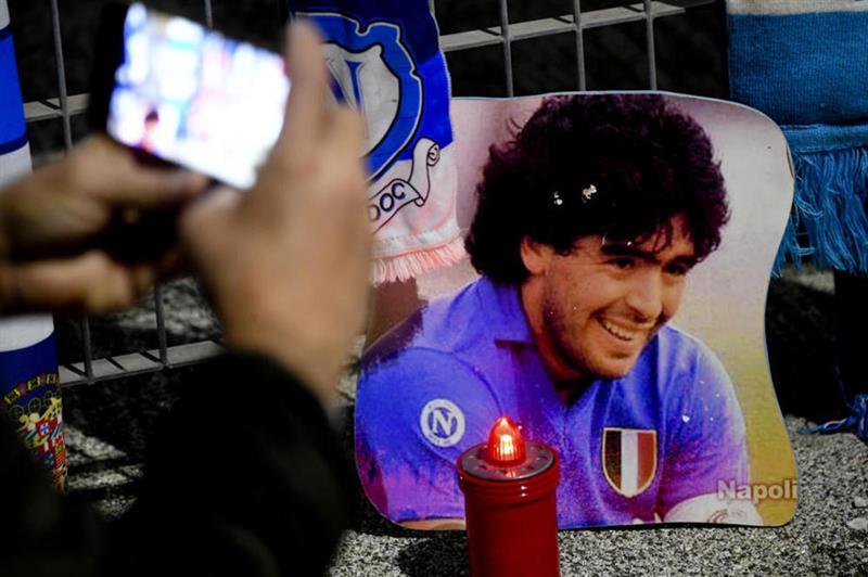 (Видео) Марадона погребан во присуство на само 20 лица