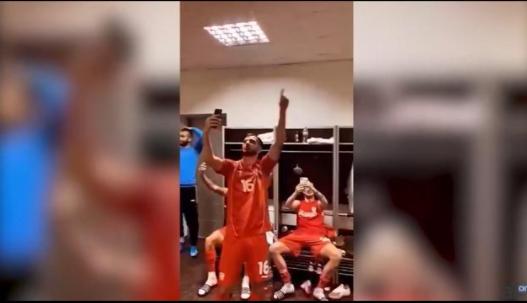 """(Видео) """"Ја излези Ѓурѓо"""", ечи од соблекувалната на фудбалерите"""