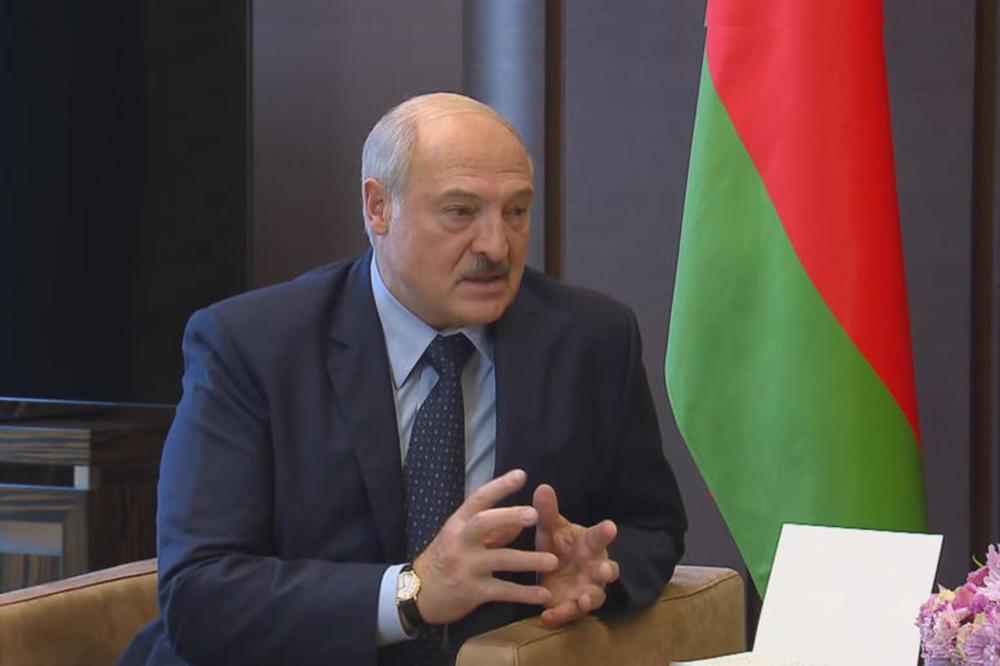 """(Видео) """"Луѓе, па јас за ништо не одлучувам"""" - Лукашенко објави снимка од Светлана Тихановска во која признава дека работи за западните земји"""