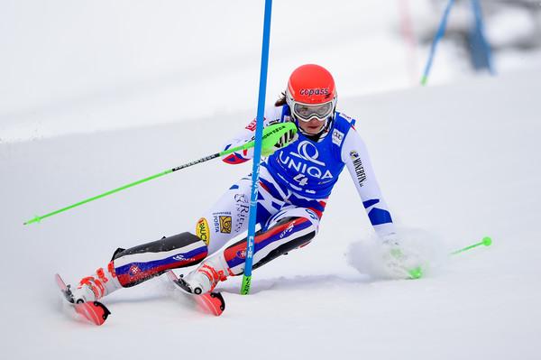 Влахова победи на првиот слалом во сезоната