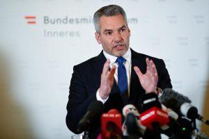 Исламистите му се заканија и на австрискиот министер за внатрешни работи