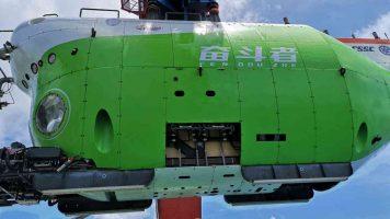Кина собори рекорд спуштајќи подморница 11.000 метри под морето (ВИДЕО)