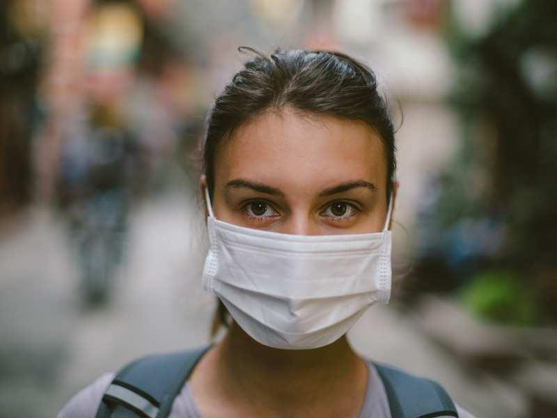 Кога и како може да се заразите со коронавирус носејќи заштитна маска?