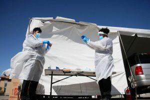 Колку долго сте безбедни во друштво на лице заразено со коронавирус