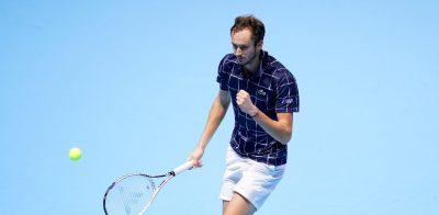 """Медведев го """"уништи"""" Ѓоковиќ и влезе во полуфиналето во Лондон!"""