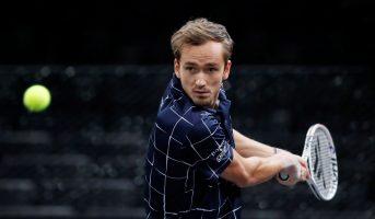 Медведев е првиот финалист во Париз