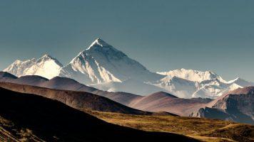 Микропластика пронајдена и на највисоките делови на Монт Еверест